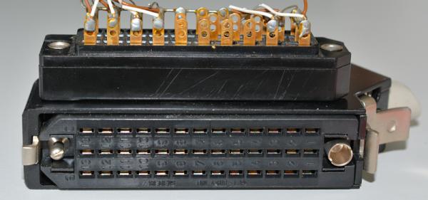 Siemens/ Tyco oder Amphenol Tuchel DIN 41622 39 polige vergoldete Federleiste, mit Metallhaube und Kodierstifte GEBRAUCHT